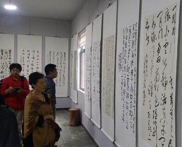 """唐明全艺术馆的书画只卖""""呆萌""""的价格"""