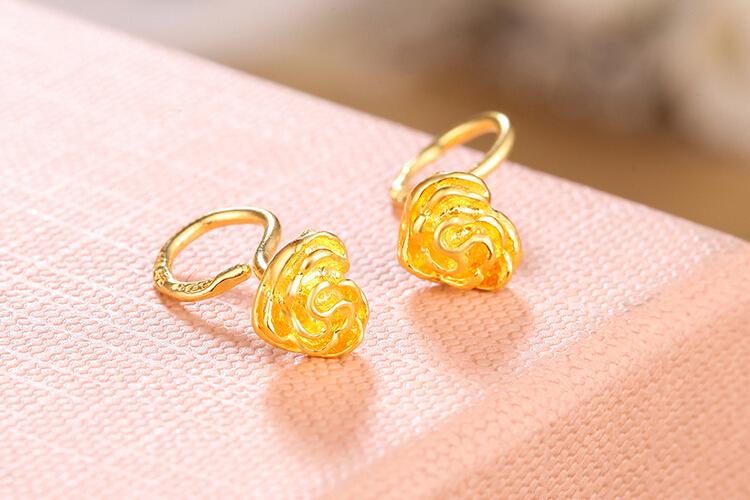 周六福珠宝玫瑰花黄金耳环_珠宝图片