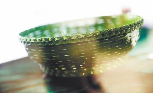 历经21年 台湾陶瓷大师造出估值1.8亿薄胎编织瓷篮