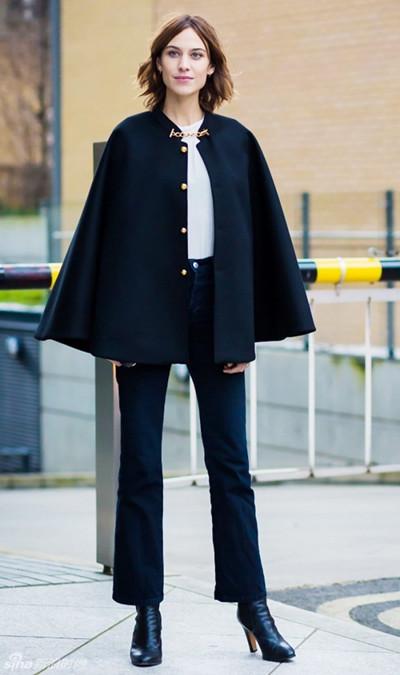 初秋穿衣搭配技巧示范 七分喇叭裤配短靴潮人必备