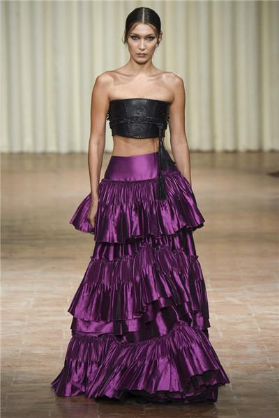 Alberta Ferretti于米兰时装周发布2017春夏系列