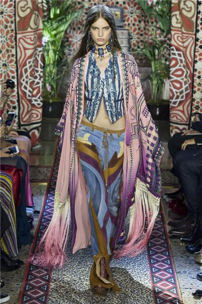 Roberto Cavalli于米兰时装周发布2017春夏系列