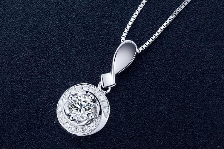 周六福珠宝白18K钻石吊坠_珠宝图片