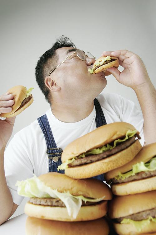宅男一学期胖30斤 父母差点没认出来