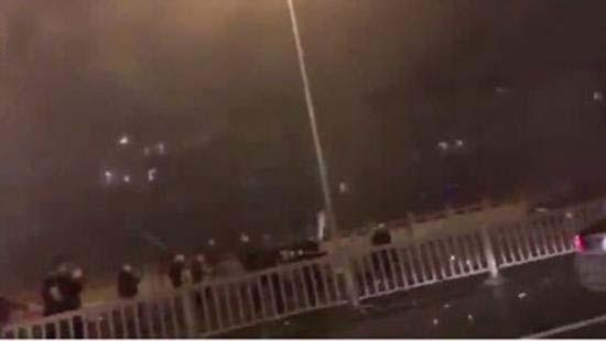苏州斗殴视频疯传数十人路边燃放并打架视频烟花阉马图片
