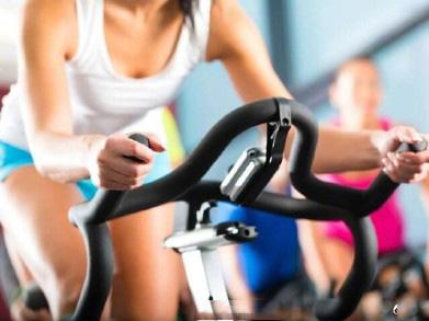女生高考后疯狂健身减肥 练1个多小时的动感单车发生肌肉溶解