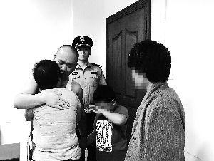 男子吸毒致幻砍伤家人 宣判后与亲人抱头痛哭