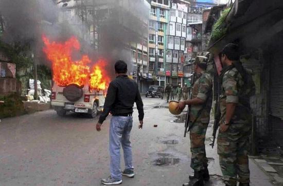 印度大吉岭地区持续动乱 暴力事件迫使印军紧急撤离