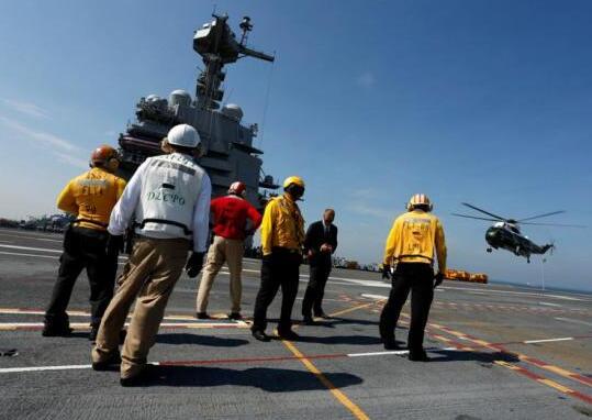 美福特级航母服役 特朗普称美国力量首屈一指