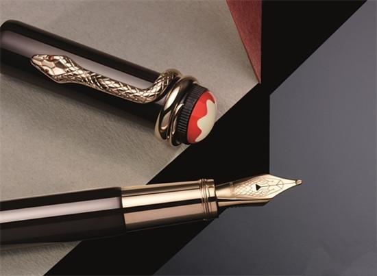 """万宝龙推出全新""""红与黑""""系列复古棕特别版钢笔"""