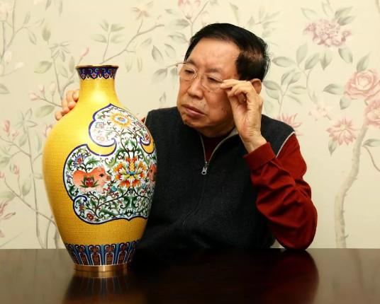 张同禄景泰蓝新作《锦绣如意》亮相首届中国工艺美术博览会