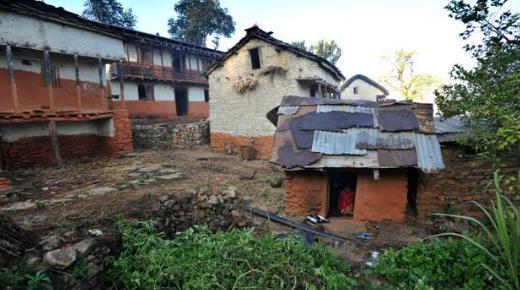 尼泊尔女孩生理期被隔离 这种禁忌为什么依然存在?