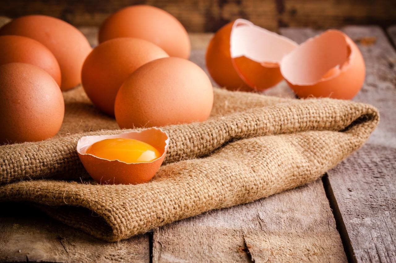 鸡蛋批发价一斤涨一元 上游的养殖户受益了吗?