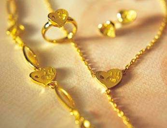 怀孕后可以带黄金饰品吗?
