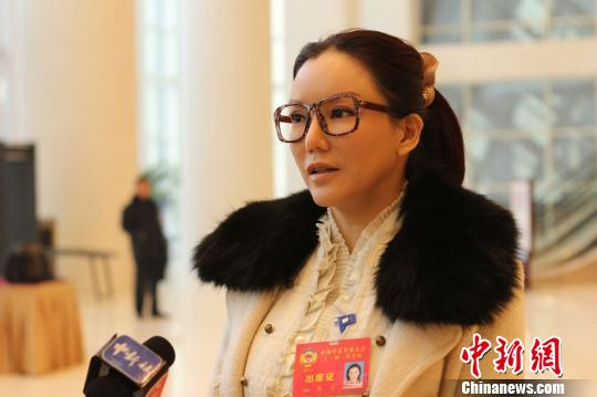 香港艳星彭丹成甘肃政协委员 将拍甘肃题材作品