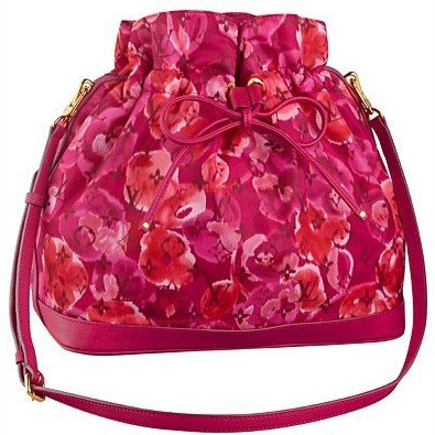 花朵油画装饰 Louis Vuitton老花包显甜美