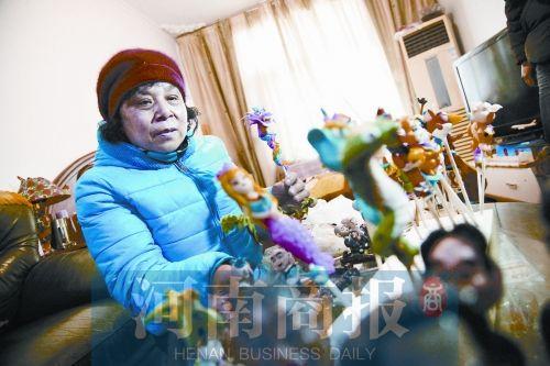 退休女子捏面人月赚仅千元 3年捐4万给脑瘫患儿