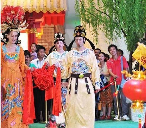 """冯骥才:称七夕节为""""中国情人节""""不妥当 是中国爱情节"""