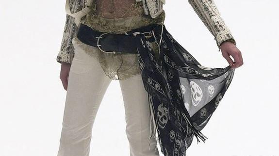 McQ限量版围巾 自然世界的时尚艺术