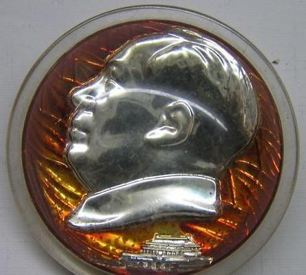 有机玻璃灯泡毛主席像章