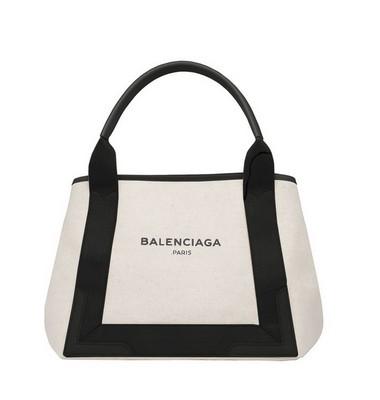 Balenciaga首次推出印有logo的帆布包款