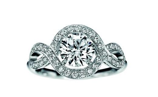 海瑞温斯顿珠宝浪漫呈献Lily Cluster钻石婚戒