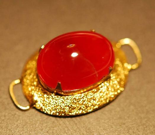 鸽血红宝石鉴定_鸽血红宝石产地_鸽血红宝石收藏