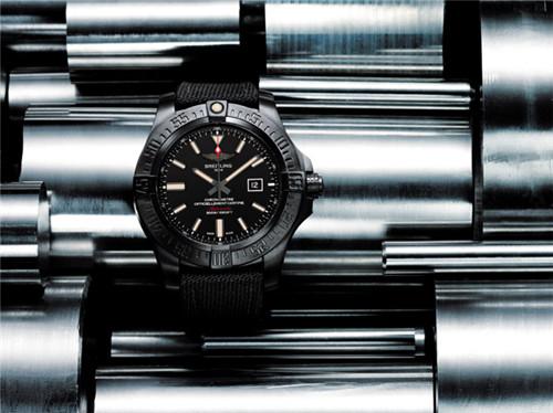 Breitling(百年灵)推出全新复仇者黑鸟侦察机腕表