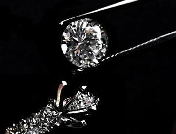 宝福提供一对一珠宝首饰定制服务