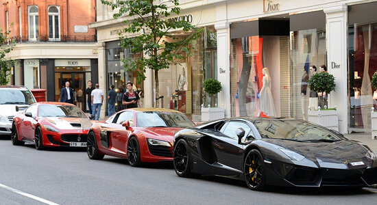 中东土豪涌入伦敦避暑 顶级豪车超跑占领街道
