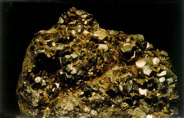 什么是黄铁矿_黄铁矿的主要成分_黄铁矿制硫酸_黄铁矿作用