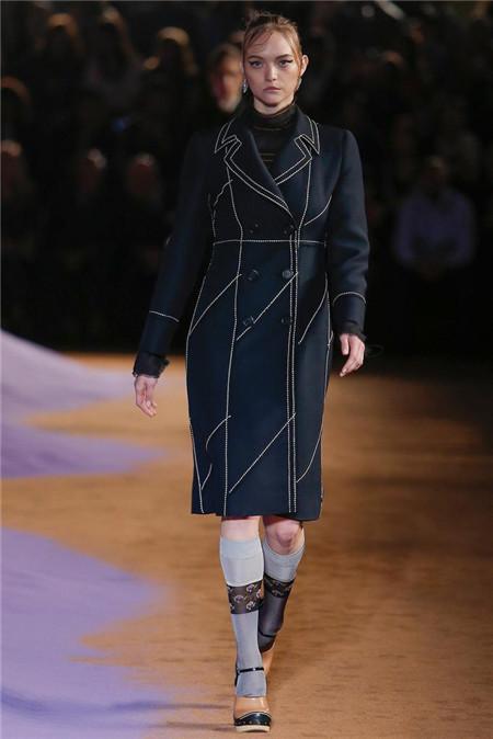 Prada米兰时装周发布2015春夏系列高级成衣