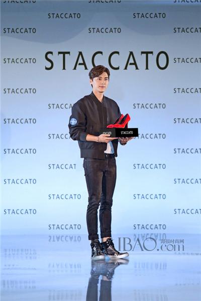 李易峰现身Staccato女鞋品牌2014秋冬时尚发布会