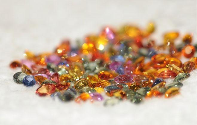 彩色蓝宝石分类_彩色蓝宝石形成原因_彩色蓝宝石产地