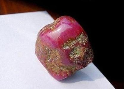 御宝轩又征集到一件缅甸红宝石原石