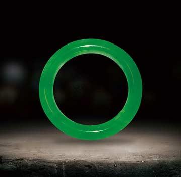 满绿翡翠手镯选购方法