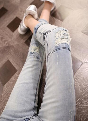 破洞牛仔裤怎么搭配?