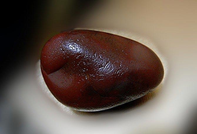 什么是血胆玛瑙_血胆玛瑙产地_血胆玛瑙特征_血胆玛瑙形成