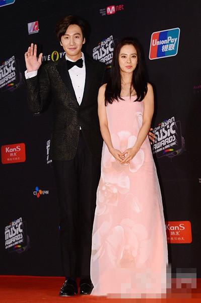 MAMA颁奖典礼韩国女星穿衣搭配美艳红毯照