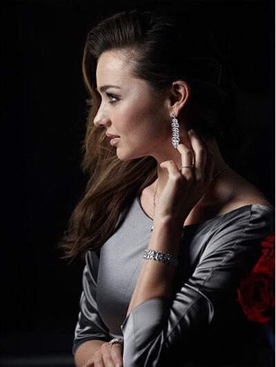 米兰达·可儿演绎 施华洛世奇2014圣诞珠宝设计
