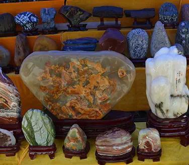 硒都茶城收藏有书画古玩奇石