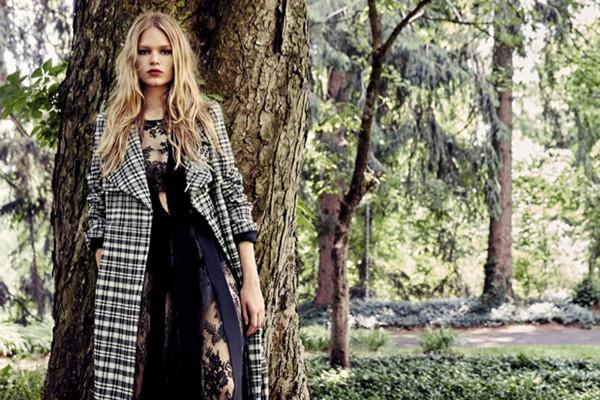 超模Anna Ewers登上《Vogue服饰与美容》杂志封面