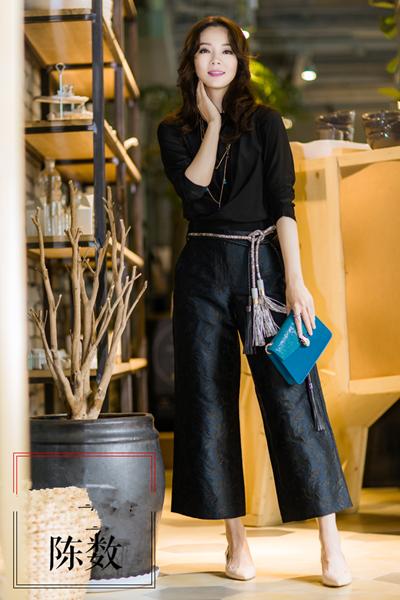 陈数夏季私服街拍示范 现代娘娘的新潮宫廷style