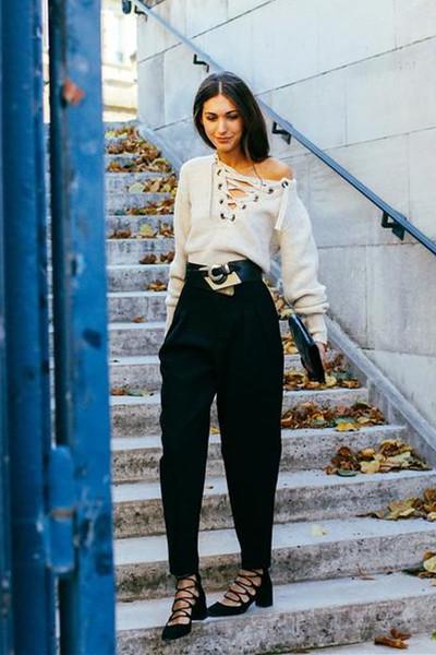 时尚达人街拍新鲜出炉 单品绑带毛衣最时髦