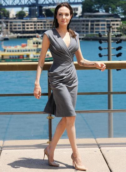 看准服装流行趋势告别Low咖 朱莉穿起高级灰优雅自持
