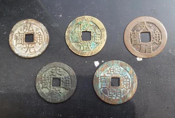 """回收旧家具 古董""""缝纫机""""竟藏有数枚铜钱"""