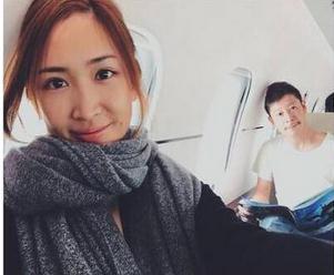 日离异女星乘私人飞机旅行 钓百亿身家社长