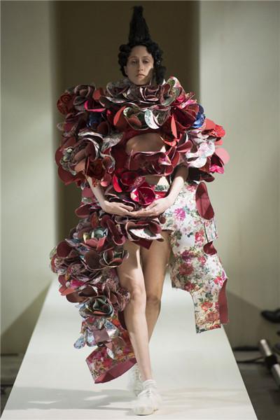 川久保玲于巴黎时装周发布2016秋冬系列