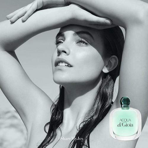 Giorgio Armani释出全新寄情女士香水系列广告大片