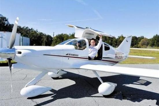青岛百人获私人飞机驾照 最快4个月学费20万元